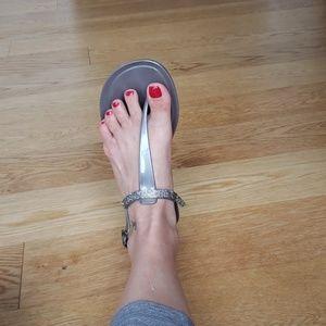 Vine camuto gem crystal sandals flips silver